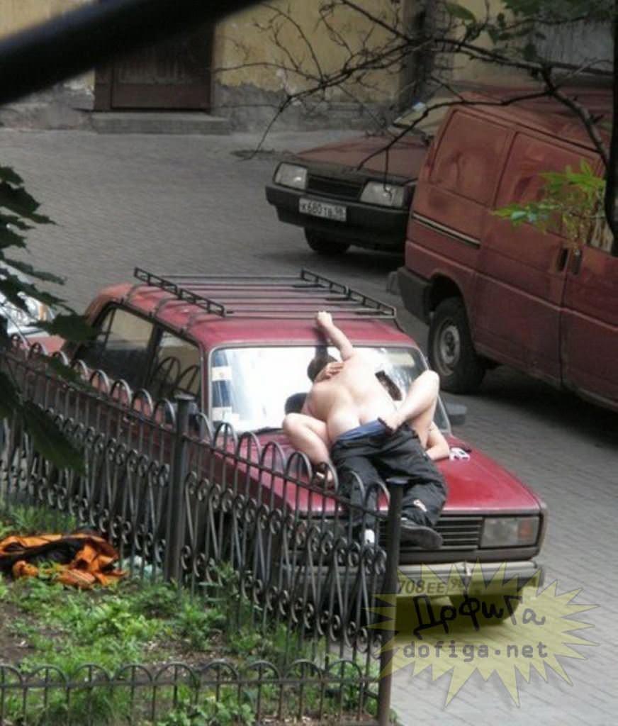 【外人】勿体ぶらずにバンバン全裸を晒すロシア人の露出狂ポルノ画像 3517