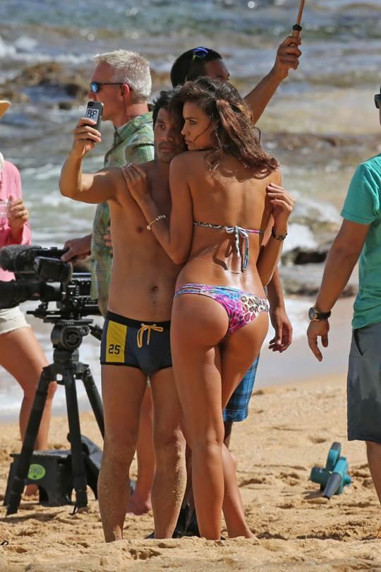 【外人】クリスティアーノ・ロナウド(Cristiano Ronaldo)のとんでもなく美人な恋人イリーナ・シェイク(Irina Shayk)の巨乳おっぱいポルノ画像 3520
