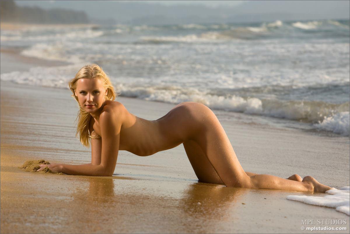 【外人】乳首がめっちゃ美しい貧乳おっぱいサラー(Sarah)姫のフルヌードポルノ画像 3526