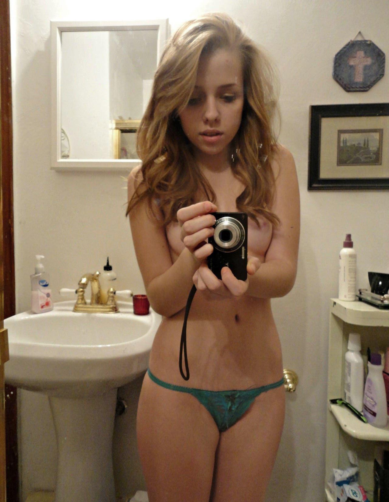 【外人】急に大人の体つきになった美少女たちの自画撮りポルノ画像 3536