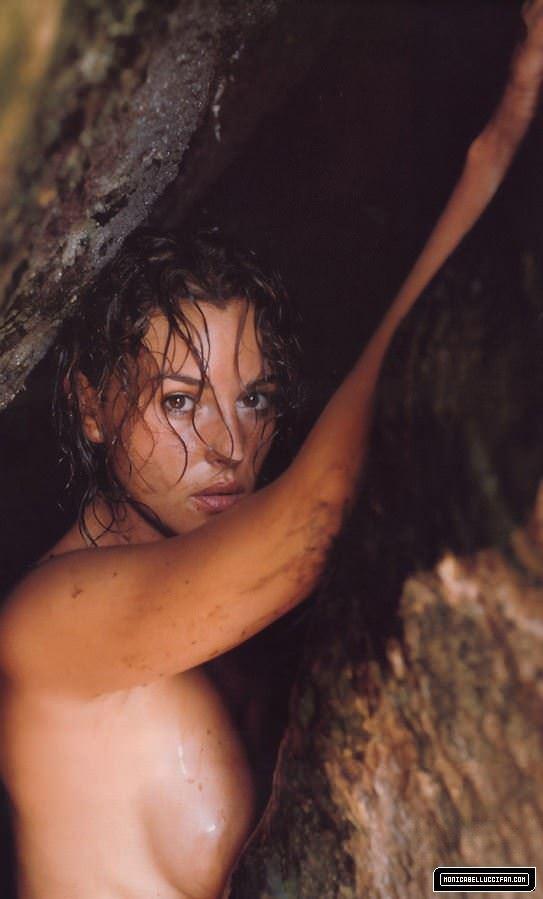 【外人】イタリア人女優モニカ・ベルッチ(Monica Bellucci)の大胆おっぱい露出ポルノ画像 3616