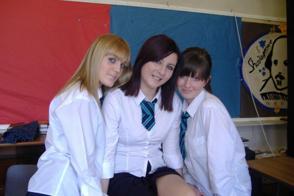 【外人】ロシア人の学生たちがめっちゃ可愛くて大人っぽい制服ポルノ画像 3632