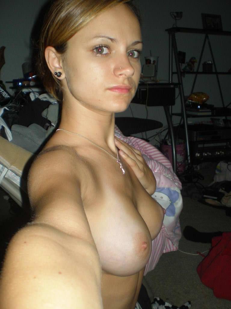 【外人】セックスしたくてウズウズしてる素人娘達の巨乳おっぱい自画撮りポルノ画像 369