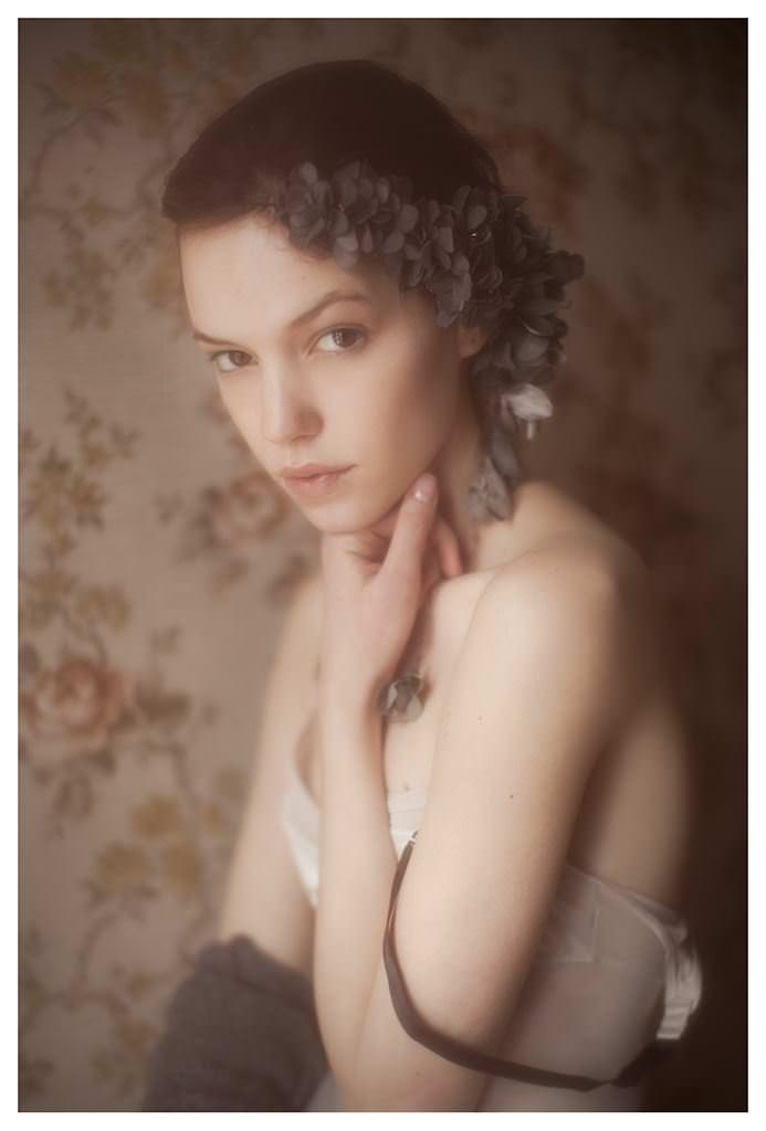 【外人】女性写真家ヴィヴィアン・モクが映し出す芸術的なセミヌードポルノ画像 375