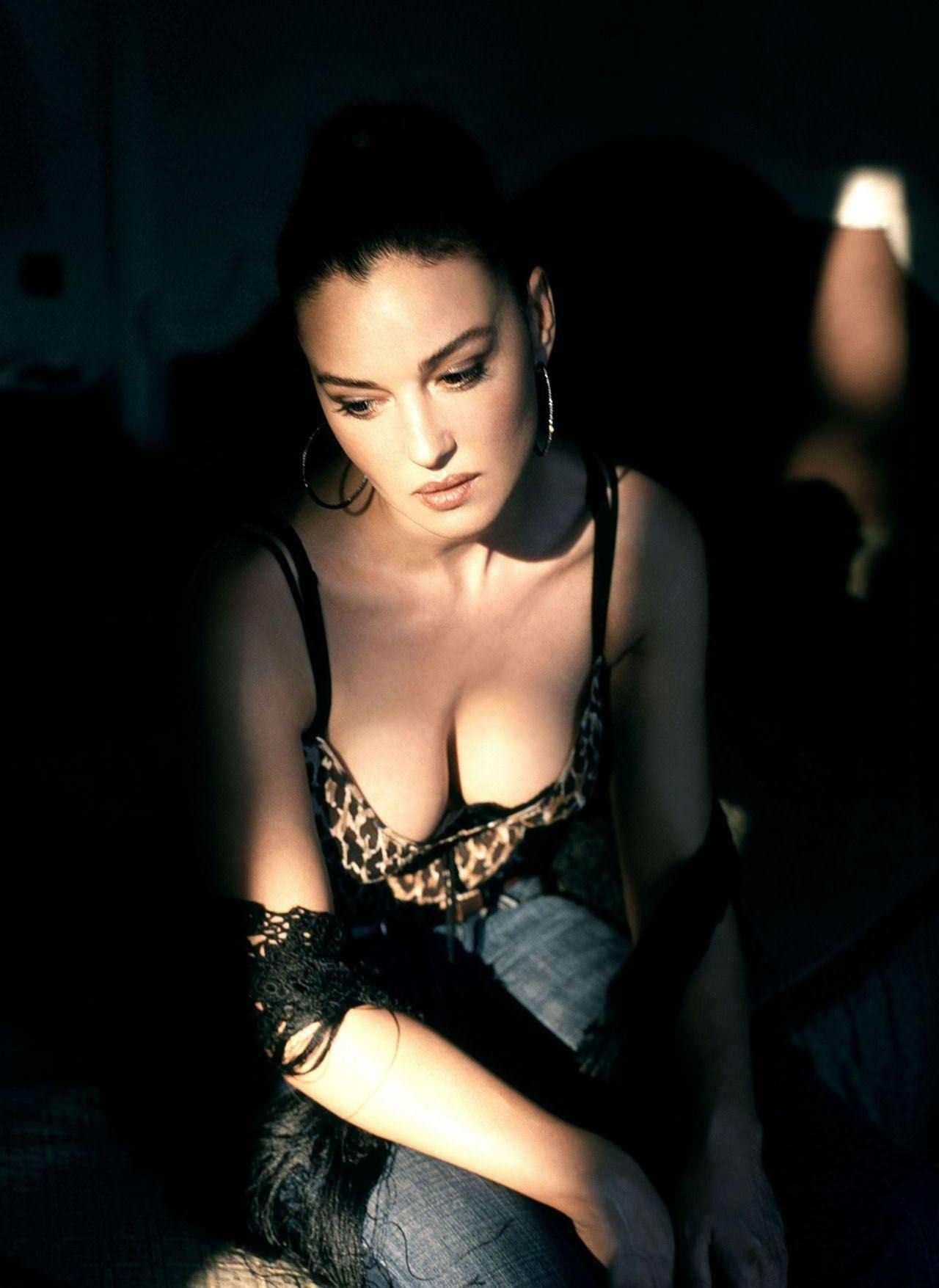 【外人】イタリア人女優モニカ・ベルッチ(Monica Bellucci)の大胆おっぱい露出ポルノ画像 3814