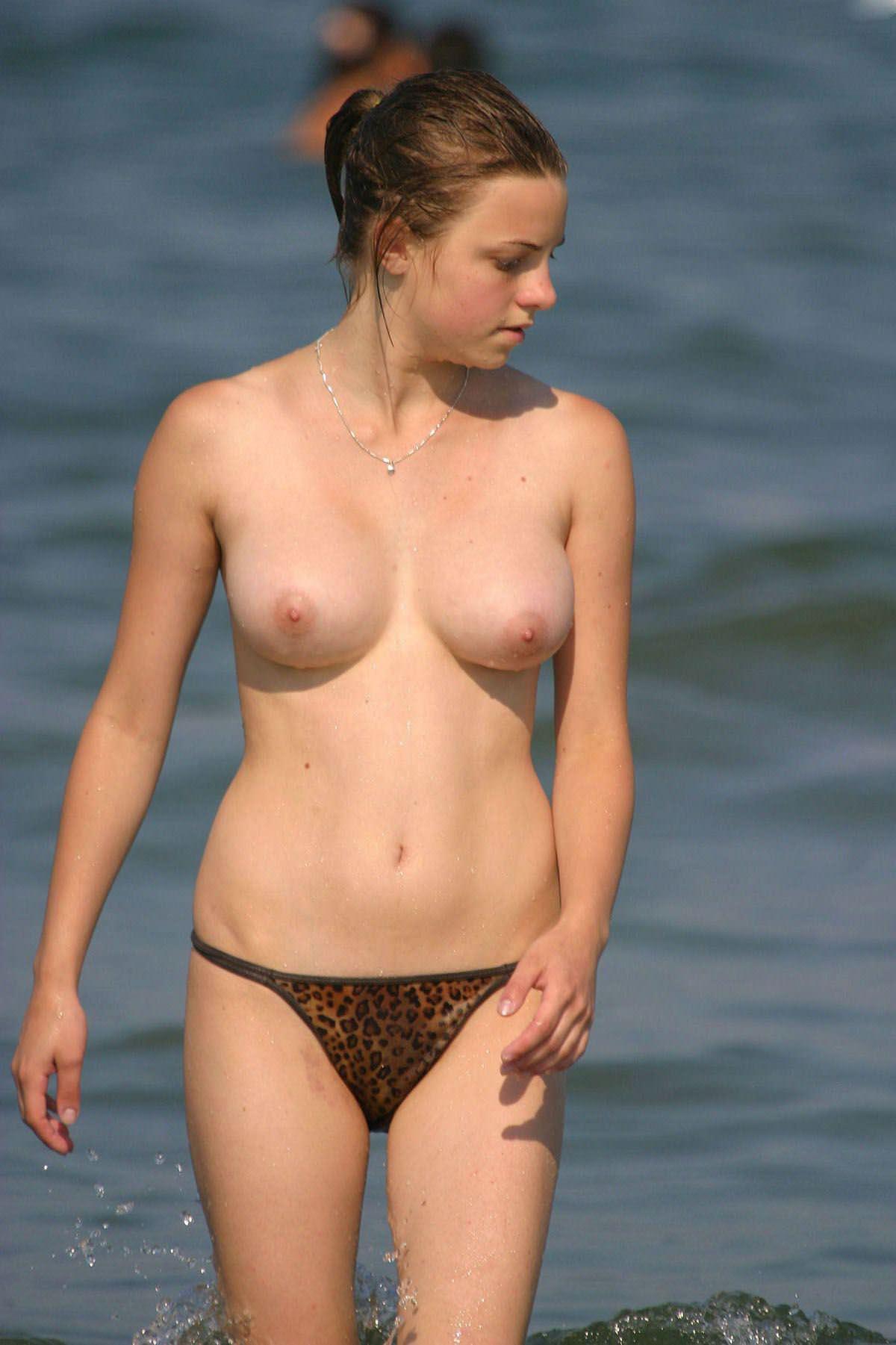 【外人】美女が多すぎる素人ロシア人ヌーディストビーチのポルノ画像 3818
