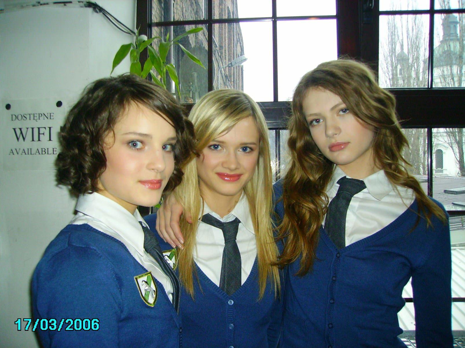 【外人】ロシア人の学生たちがめっちゃ可愛くて大人っぽい制服ポルノ画像 3827