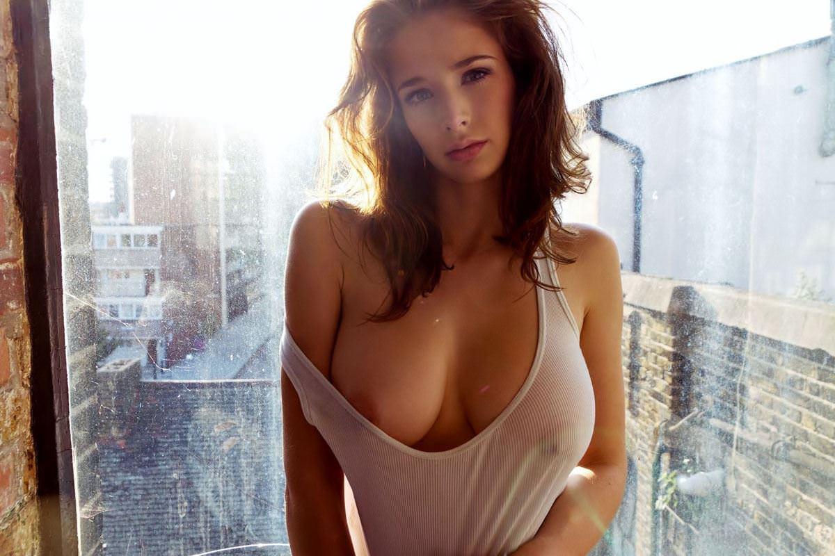 【外人】激カワすぎるイギリス人モデルエミリー・ショウ(Emily Shaw)の超ド級美巨乳おっぱいポルノ画像 398