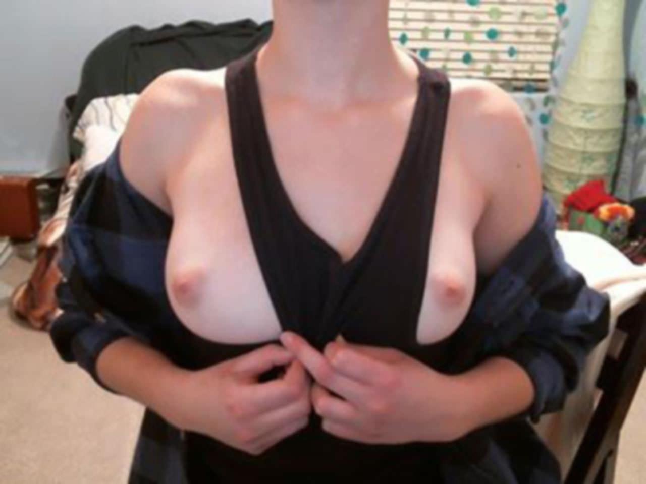 【外人】メンヘラ度全開のロシアンパイパン美少女の自画撮りライブチャットポルノ画像 4012