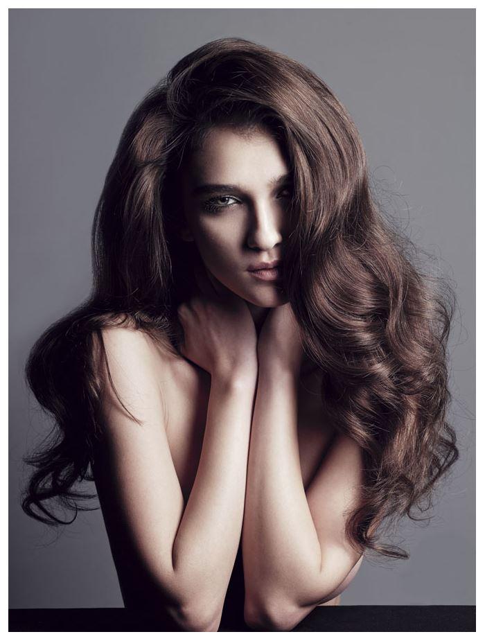 【外人】鋭い眼光に惹き込まれるポーランド人モデルのポーラ・バルチンスカ(Paula Bulczynska)のセクシー巨乳おっぱいポルノ画像 415