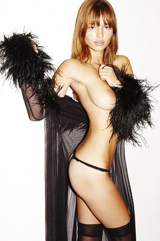 【外人】お人形さんみたいなチェコモデル!テレザ・カサロヴァ(Tereza Kacerova)の野外露出ポルノ画像 4174