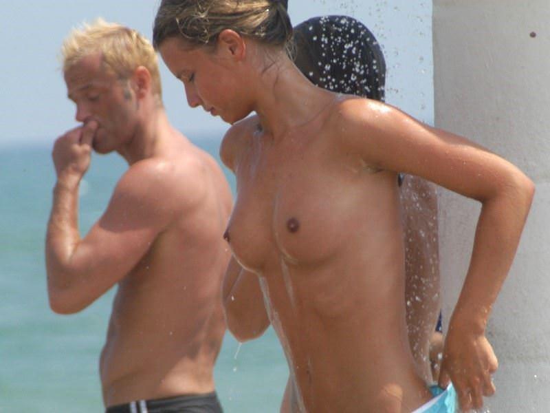 【外人】股間がフルボッキで辛すぎるヌーディストビーチの美少女たちのポルノ画像 4264