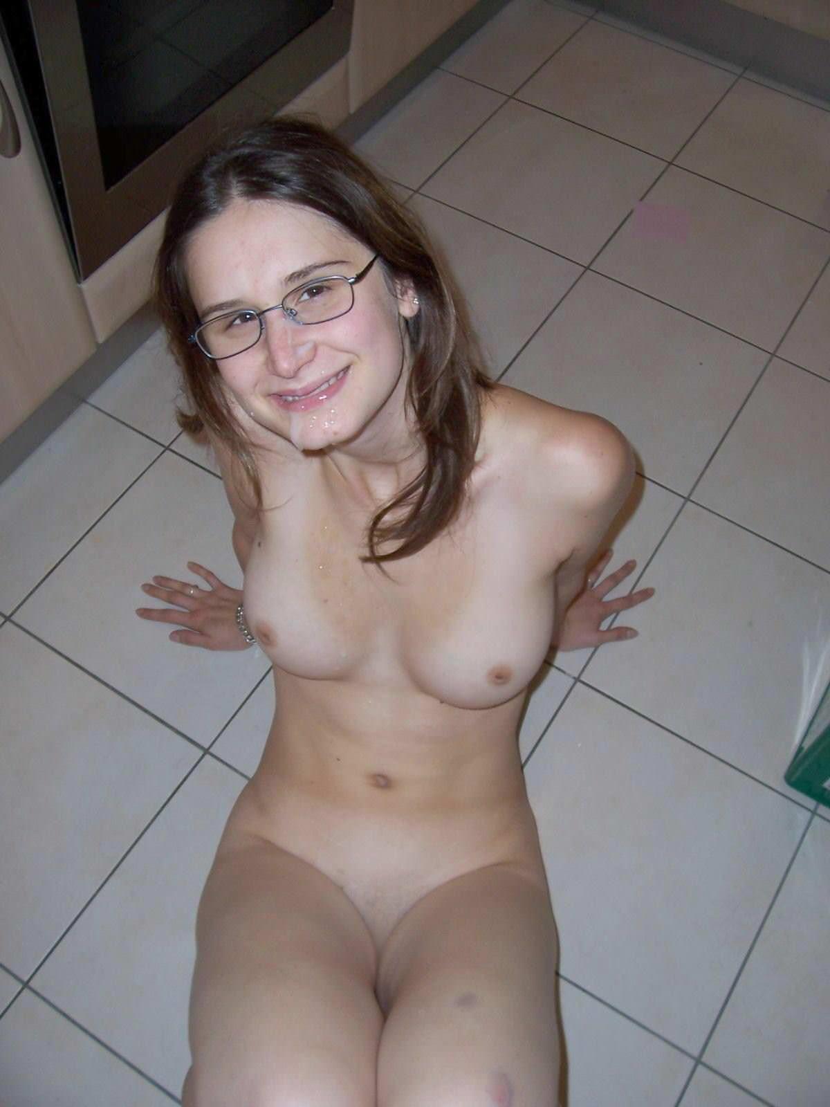 【外人】海外の素人女子メガネっ娘が自画撮りしておっぱい晒すポルノ画像 4270