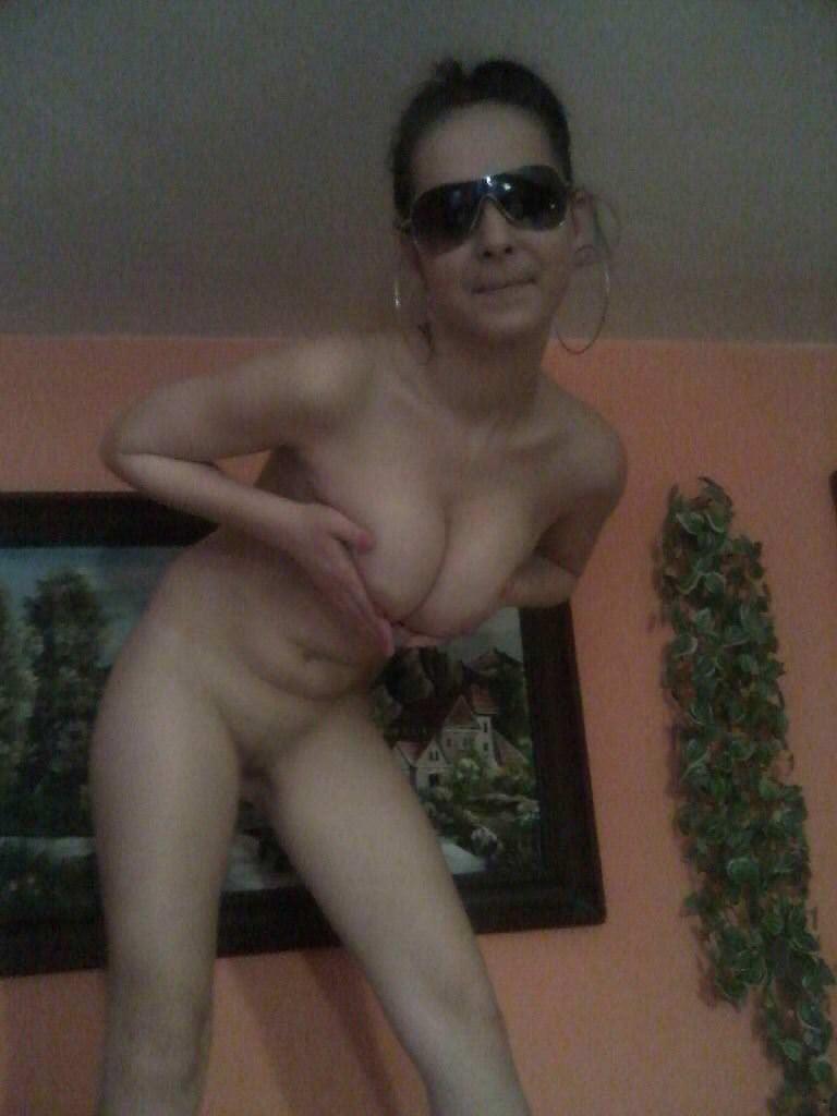 【外人】パイパンまんこをパックリさせてネットに公開してるメキシカン巨乳素人のポルノ画像 4271
