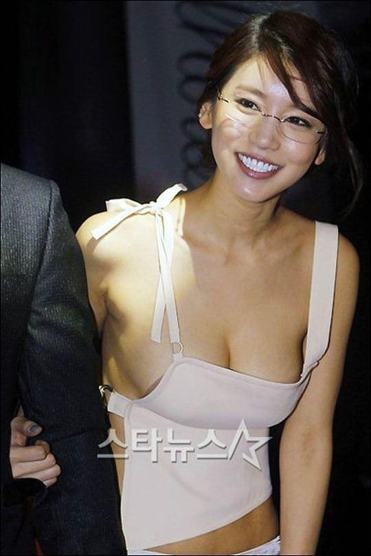 【外人】韓国女優のオ・イネが巨乳で谷間を強調してるポルノ画像 4294
