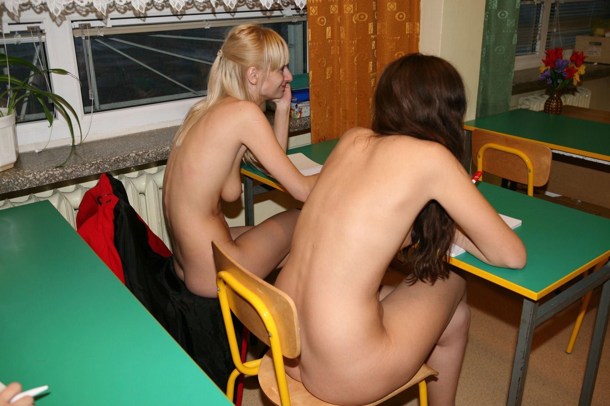 【外人】素っ裸のオールヌードで授業を受けるクラスのおふざけポルノ画像 4305