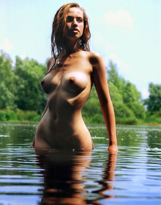 【外人】水辺がよく似合う美少女たちの露出ポルノ画像 4335