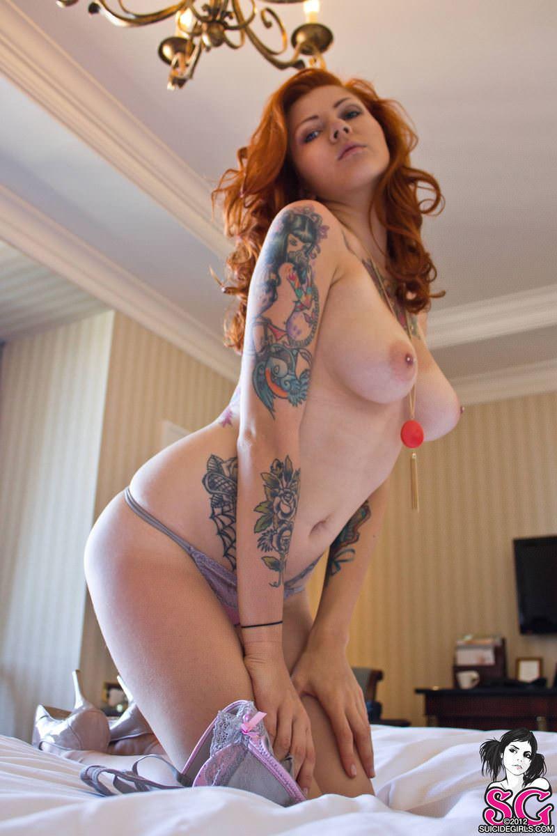 【外人】白人美女の真っ白な体に掘られたタトゥーが美しいポルノ画像 4358