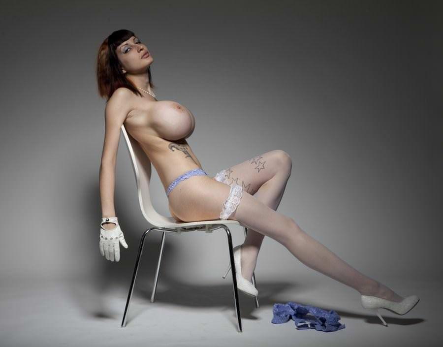 【外人】パンクな素人娘たちが裸になって粋がってるポルノ画像 4421