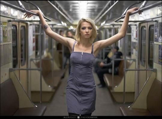 【外人】モスクワの地下鉄で無許可のヌード撮影したロシア人の超絶美少女ポルノ画像 444