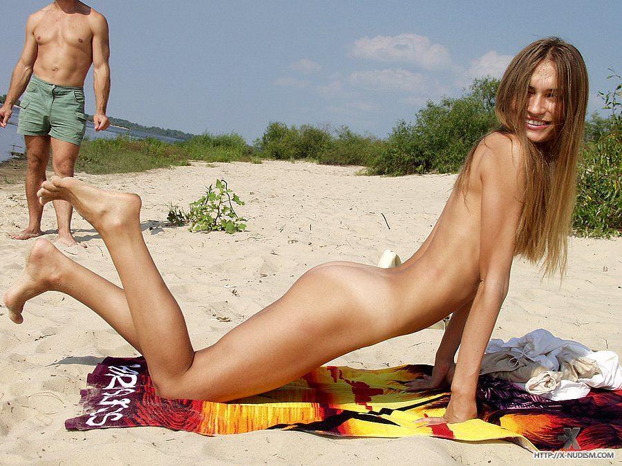 【外人】ヌーディストビーチに居る可愛い系の女子を集めた露出ポルノ画像 454
