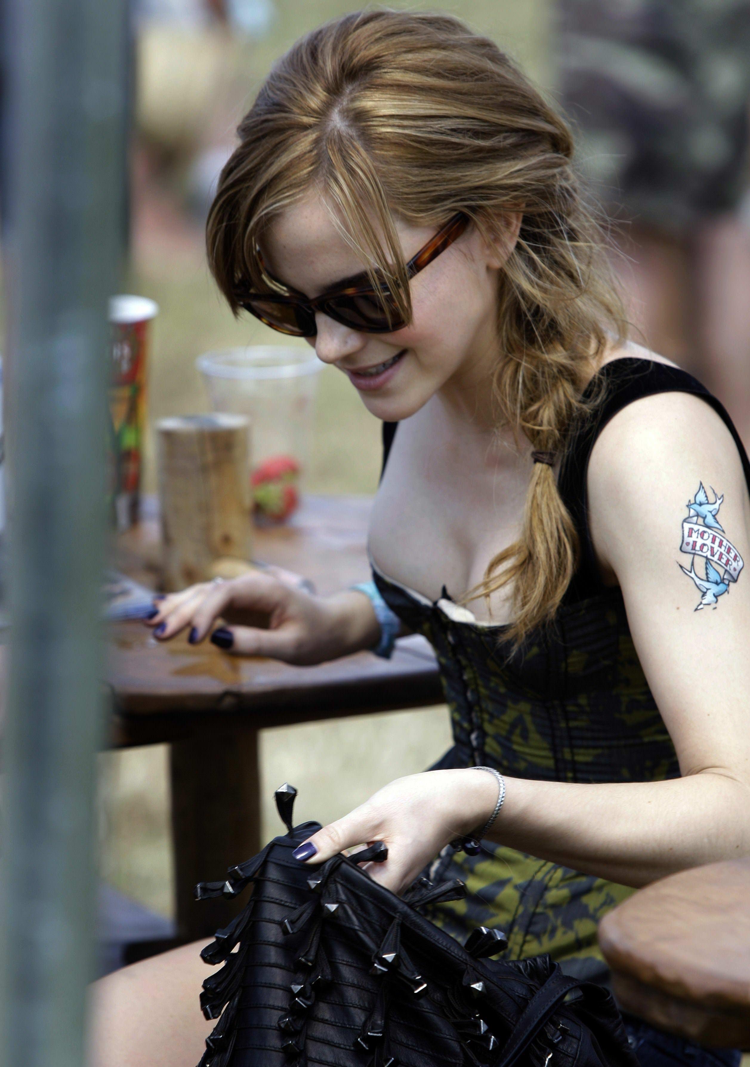 【外人】激カワセレブのエマ・ワトソン(Emma Watson)の胸チラぽろりなおっぱい流出ポルノ画像 455