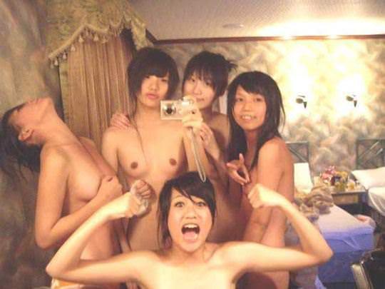 【外人】韓国の激カワ美少女がホテルではしゃぐ全裸ヌードのポルノ画像 463