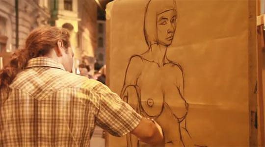 【外人】街中でヌードデッサンのモデルになってるお姉さんが美女な露出ポルノ画像 468