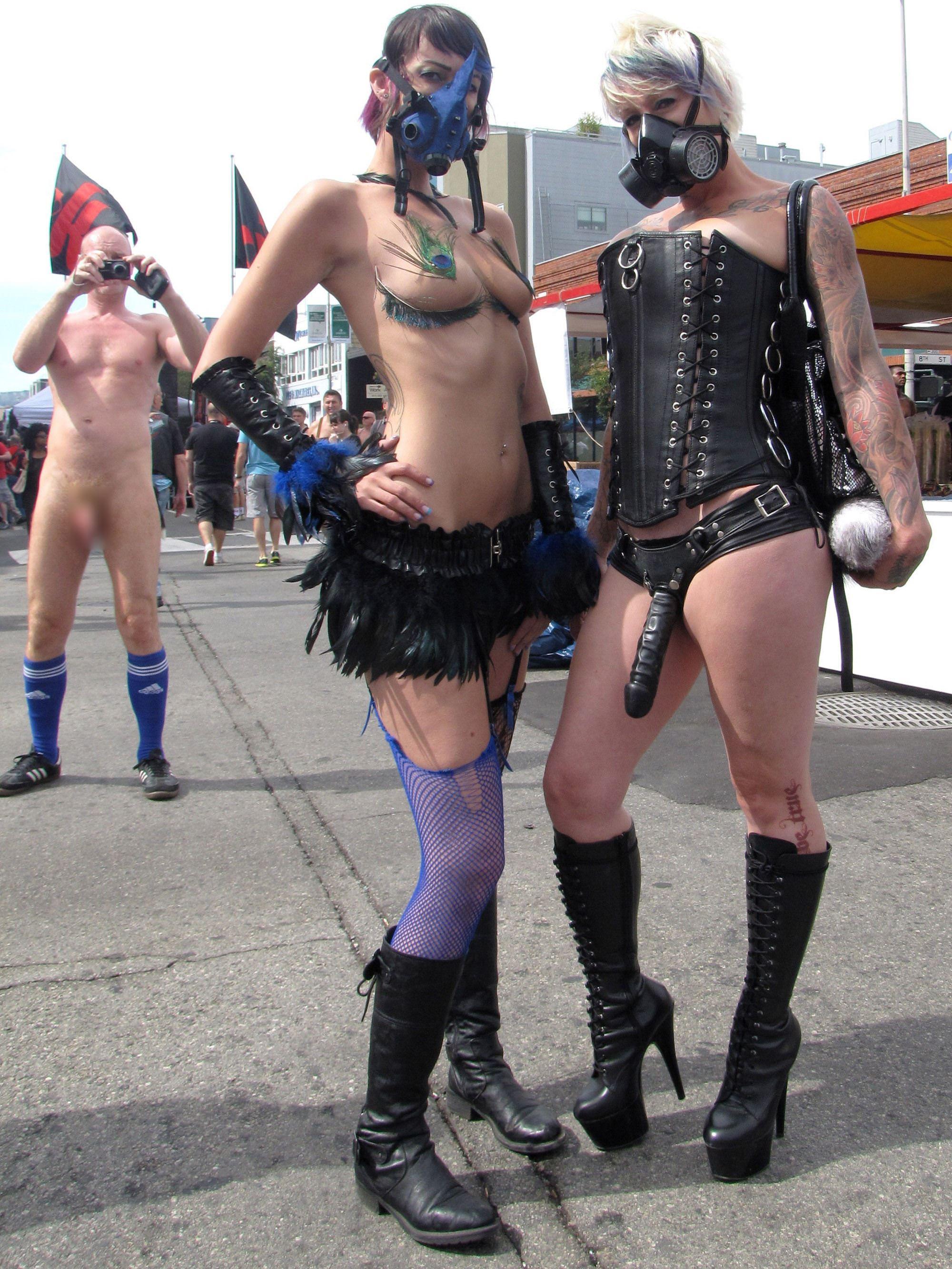 【外人】パンクな素人娘たちが裸になって粋がってるポルノ画像 4718