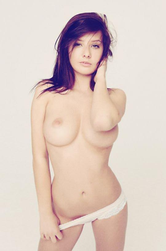 【外人】無名ファッションモデルが美乳おっぱいを晒してるポルノ画像 497