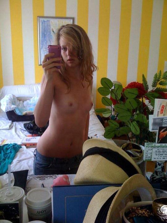 【外人】元カレの気を引くため全裸写真撮りまくるイギリス人美少女の連写自画撮りポルノ画像 5012
