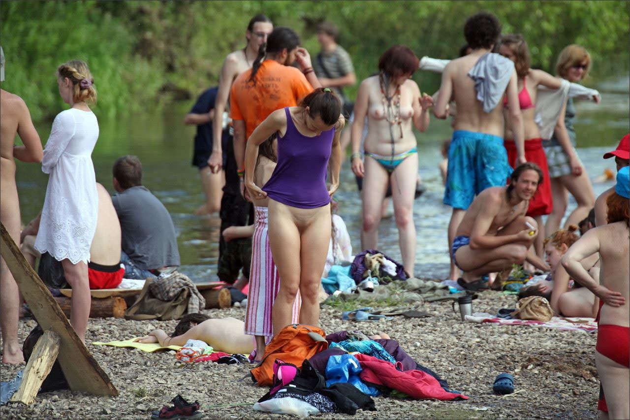 【外人】ヌーディストフェスティバルに参加中の素人美女を隠し撮りしまくった露出ポルノ画像 5015