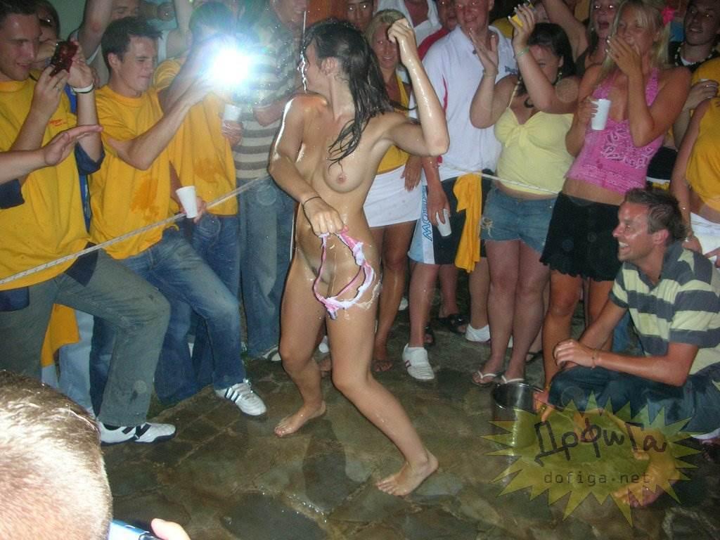 【外人】酒のんでエロくなり過ぎちゃったピチピチ素人娘がフェラまでサービスしちゃうポルノ画像 5106