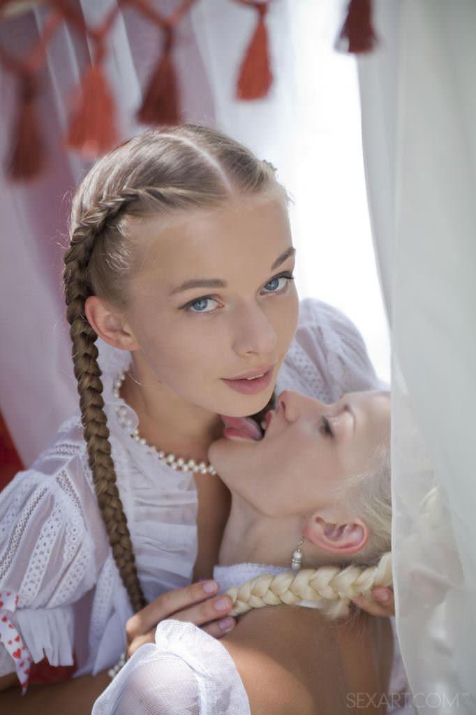 【外人】おさげやポニーテールの海外美少女が全開でおまんこ披露するやたら可愛いポルノ画像 51108