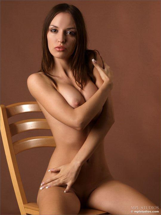 【外人】体の曲線がパーフェクトのウクライナ出身モデルのカティア(Katia)のヌードポルノ画像 5114