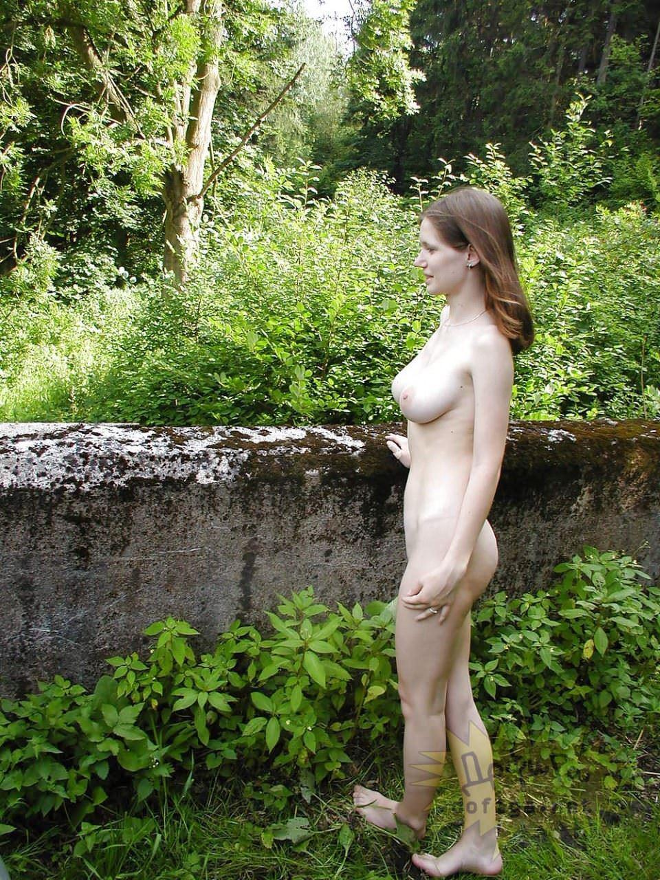 【外人】素人の白人巨乳娘がおっぱい記念撮影しまくってるポルノ画像 5135