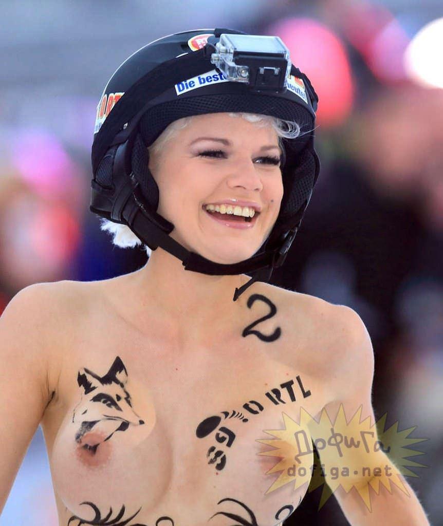 【外人】ドイツのヌードソリ世界選手権2014で金髪美女めっちゃ可愛い露出ポルノ画像 5136