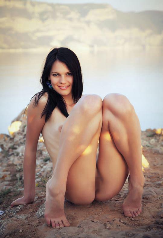 【外人】黒髪で超絶かわいいウクライナ人Desireeのおまんこ青姦したくなるポルノ画像 5163