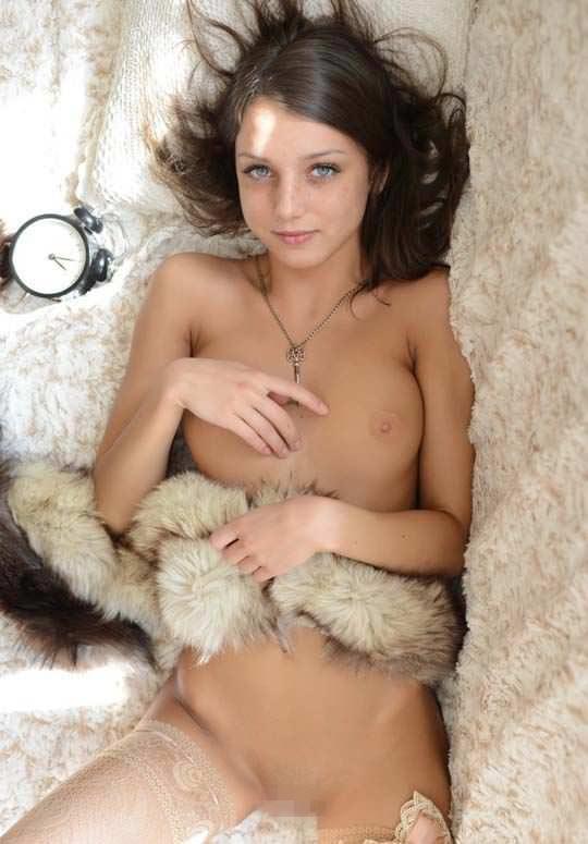 【外人】きっついパイパンまんこを見せてくれるロシア人モデル、ナンシー(Nensi B)のポルノ画像 5177
