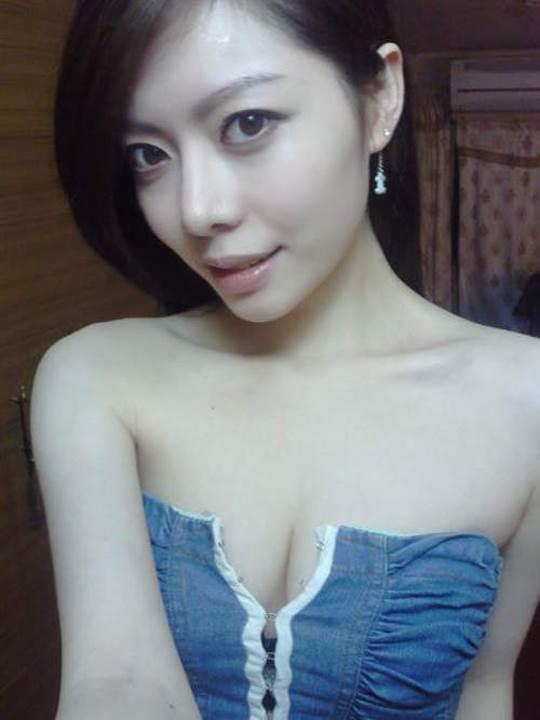 【外人】貧乳おっぱい顔の台湾出身タレント韓雨恩(ハンユン)のエロ可愛いポルノ画像 5179