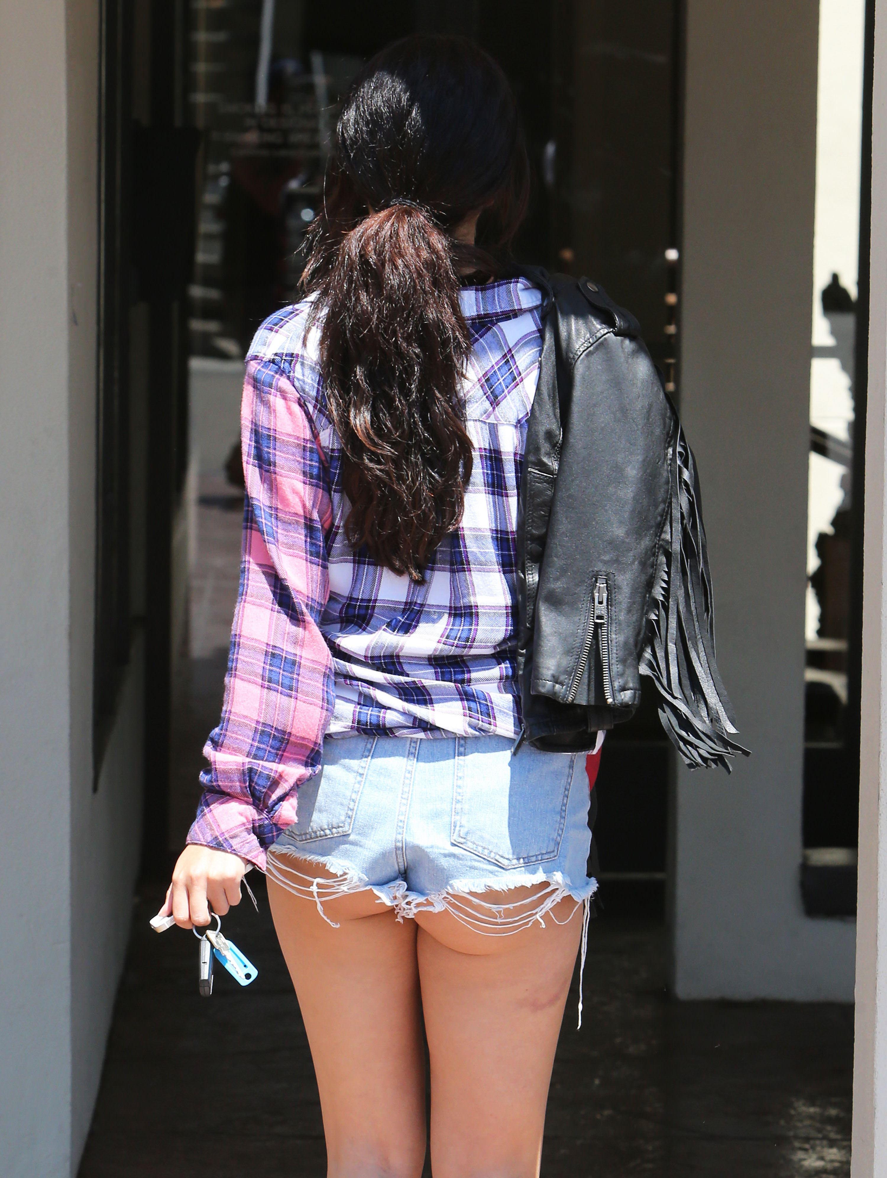 【外人】セレーナ・ゴメス(Selena Gomez)のホットパンツからはみ出すむっちりお尻とビキニのポルノ画像 5220