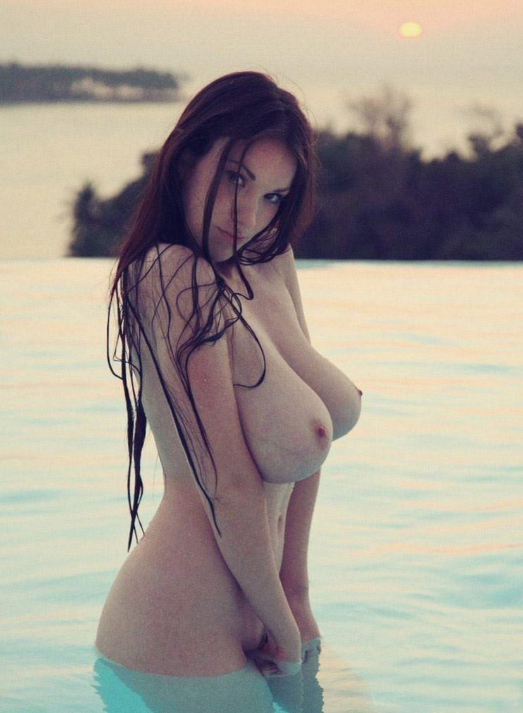 【外人】水辺がよく似合う美少女たちの露出ポルノ画像 5283