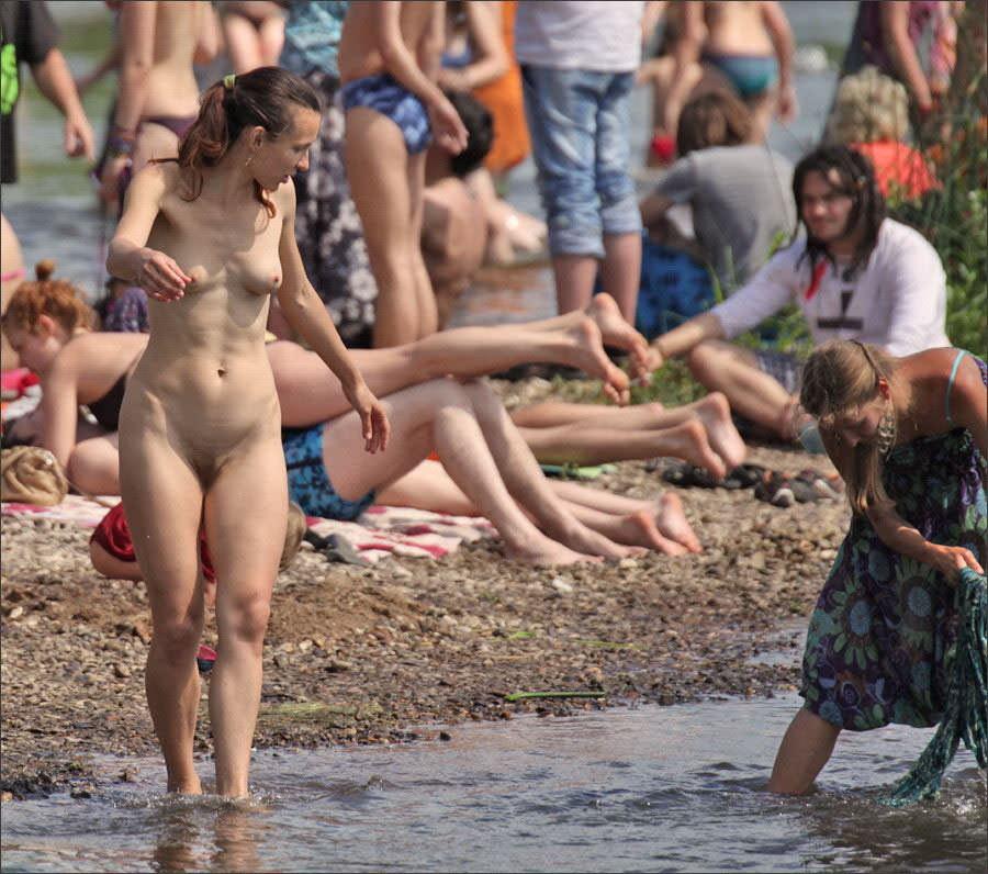 【外人】ヌーディストフェスティバルに参加中の素人美女を隠し撮りしまくった露出ポルノ画像 5304
