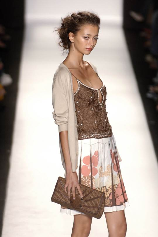【外人】真木よう子に激似のフランス人モデルのモルガン・デュブレ(Morgane Dubled)乳首もろ出しでキャットウォークしてるポルノ画像 5310