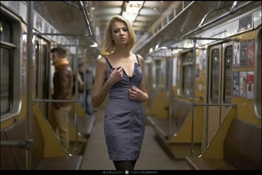 【外人】モスクワの地下鉄で無許可のヌード撮影したロシア人の超絶美少女ポルノ画像 544