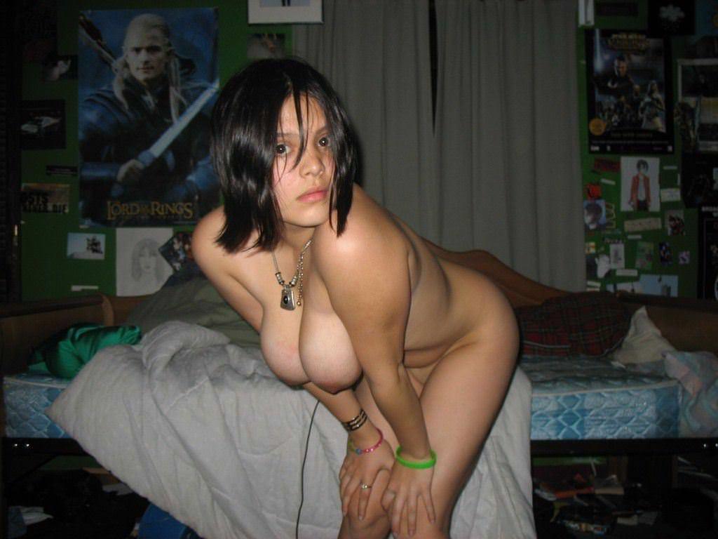 【外人】セックスしたくてウズウズしてる素人娘達の巨乳おっぱい自画撮りポルノ画像 566