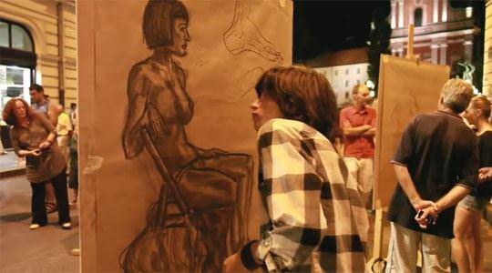 【外人】街中でヌードデッサンのモデルになってるお姉さんが美女な露出ポルノ画像 568