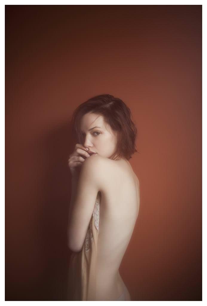 【外人】女性写真家ヴィヴィアン・モクが映し出す芸術的なセミヌードポルノ画像 570
