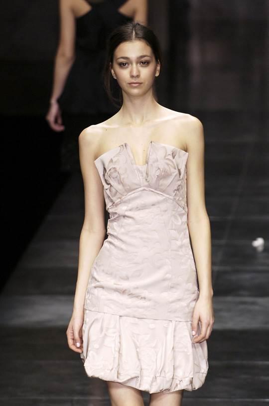 【外人】真木よう子に激似のフランス人モデルのモルガン・デュブレ(Morgane Dubled)乳首もろ出しでキャットウォークしてるポルノ画像 571