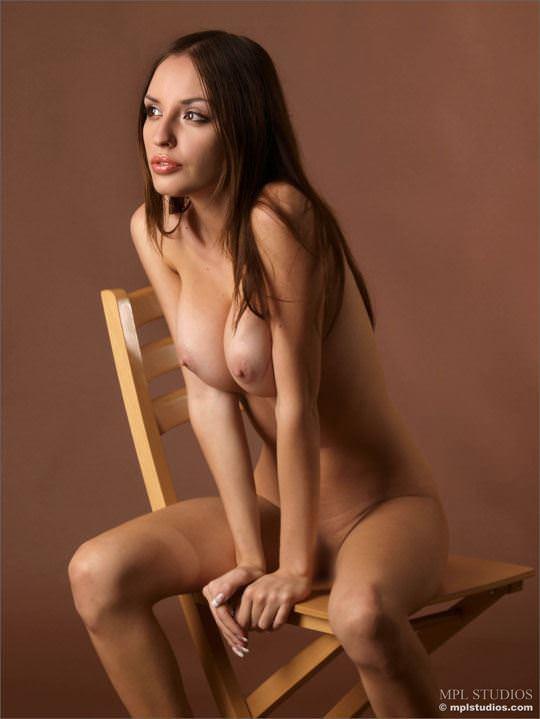 【外人】体の曲線がパーフェクトのウクライナ出身モデルのカティア(Katia)のヌードポルノ画像 6104